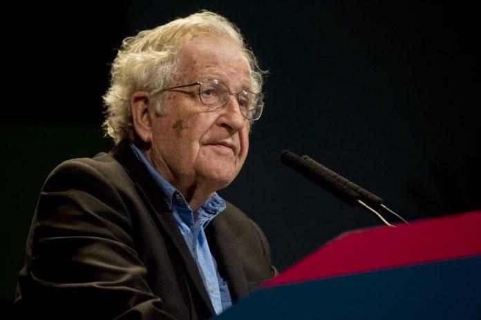 """Noam Chomsky: """"Somente um novo 'acordo verde' pode nos salvar de um novo desastre pior do que essa pandemia"""""""